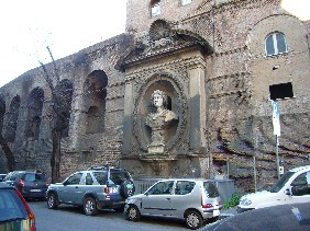 ローマの城壁.jpg